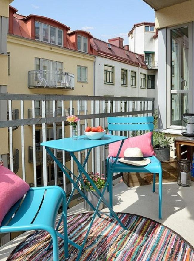 Muebles de terraza azul turquesa