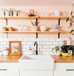 Cocina pintada de color rosa