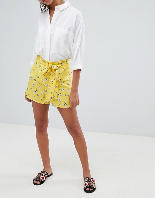 Pantalon corto amarillo limon