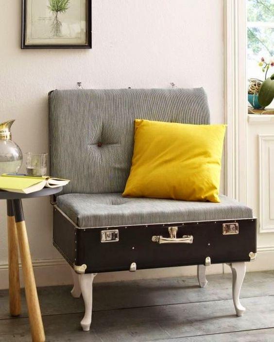 maleta antigua reciclada como sillón