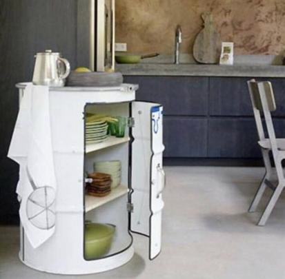 mesa-con-bidones-reciclados