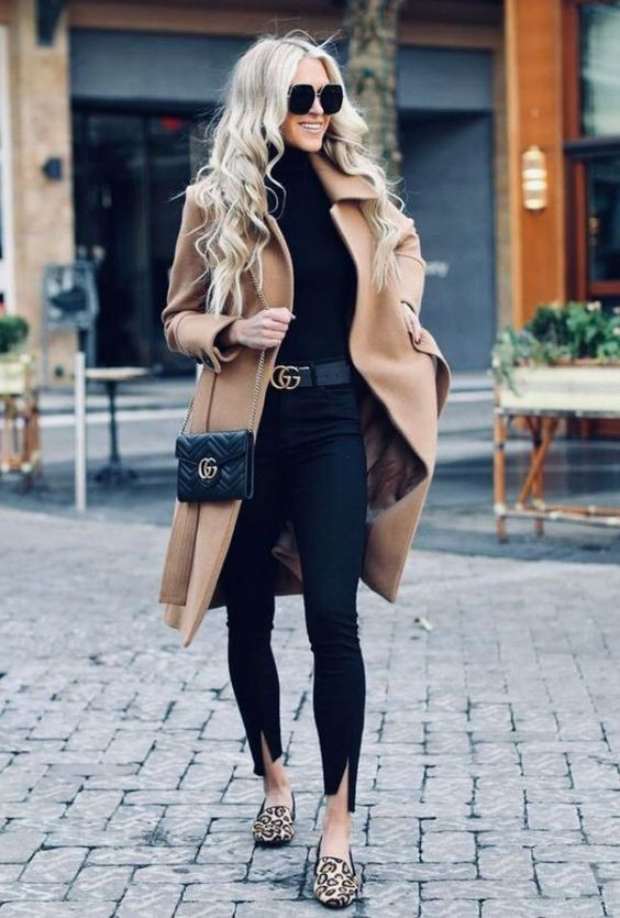 total look negro con zapatos animal print