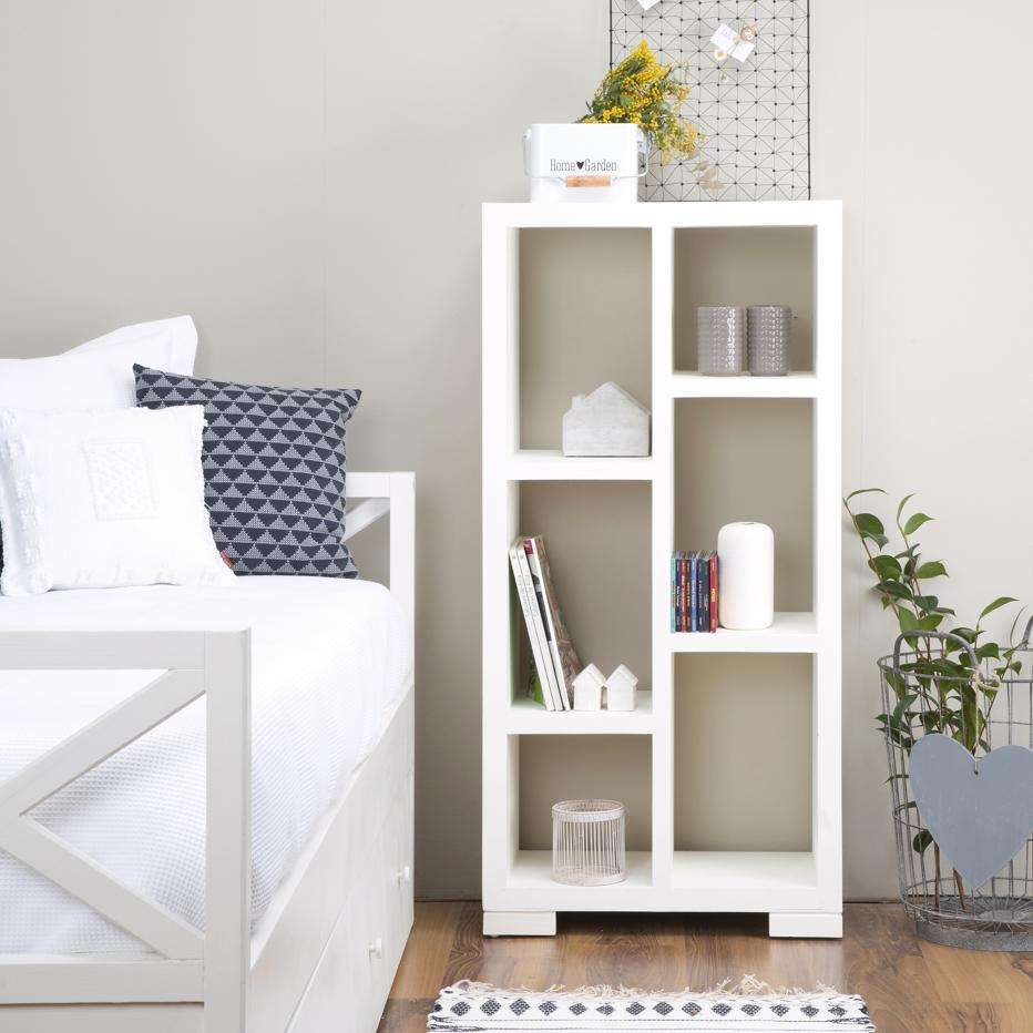 Librería-blanca-de-madera