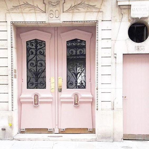 puertas-de-entrada-pintadas-de-rosa