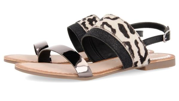 sandalias-planas-negras-verano-2020