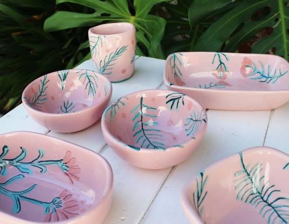vajilla-de-ceramica-con-esmalte-rosa-2